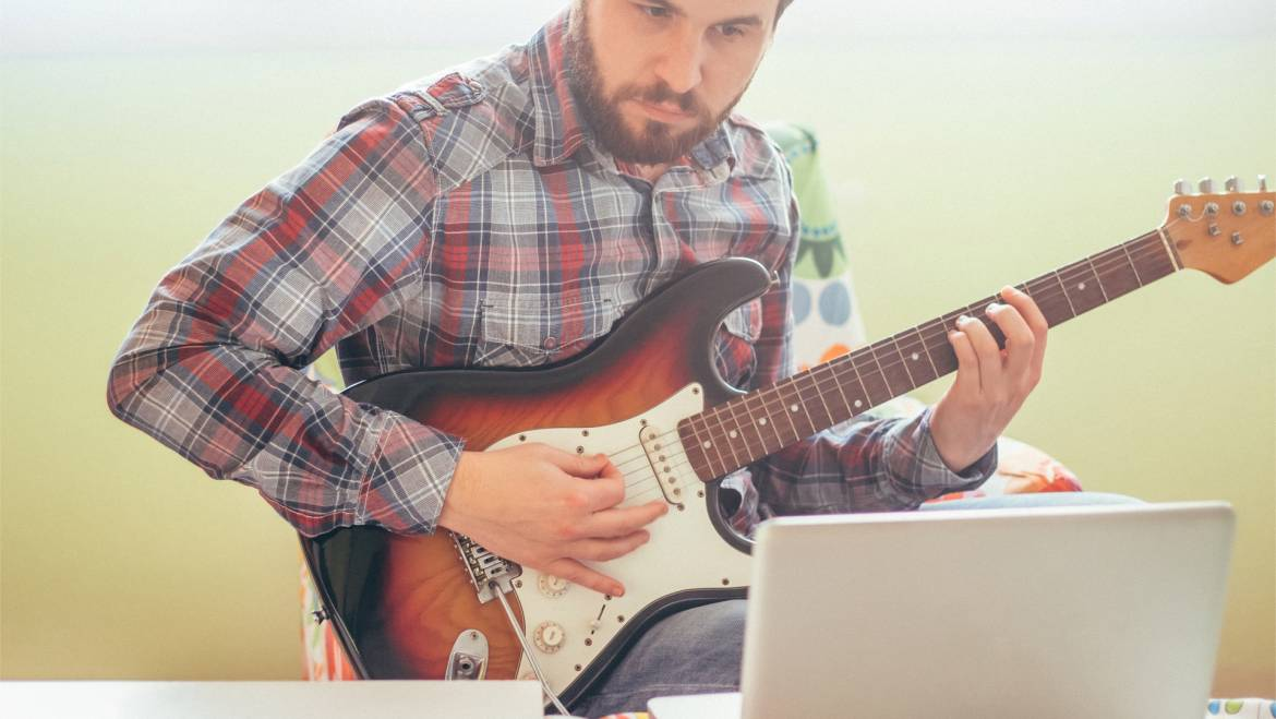 How to Practice Guitar and Ukulele at Home